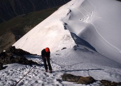Na grani Tetnuldi (4858 m) - zjazd lodowa scianka