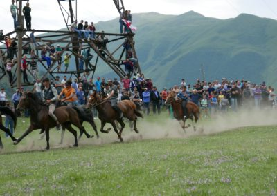 Wyscigi konne w Kazbegi