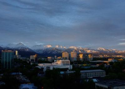 Widok na Tienszan z Almatow