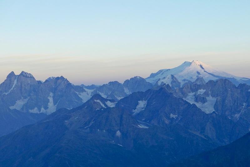 Widok na Uszbę i Elbrus